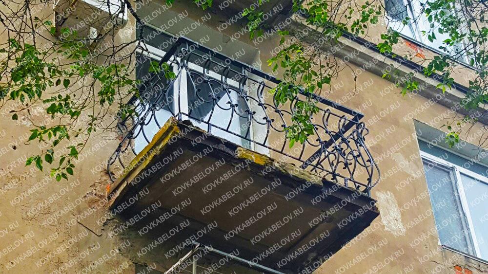 Дутый черный кованый балкон