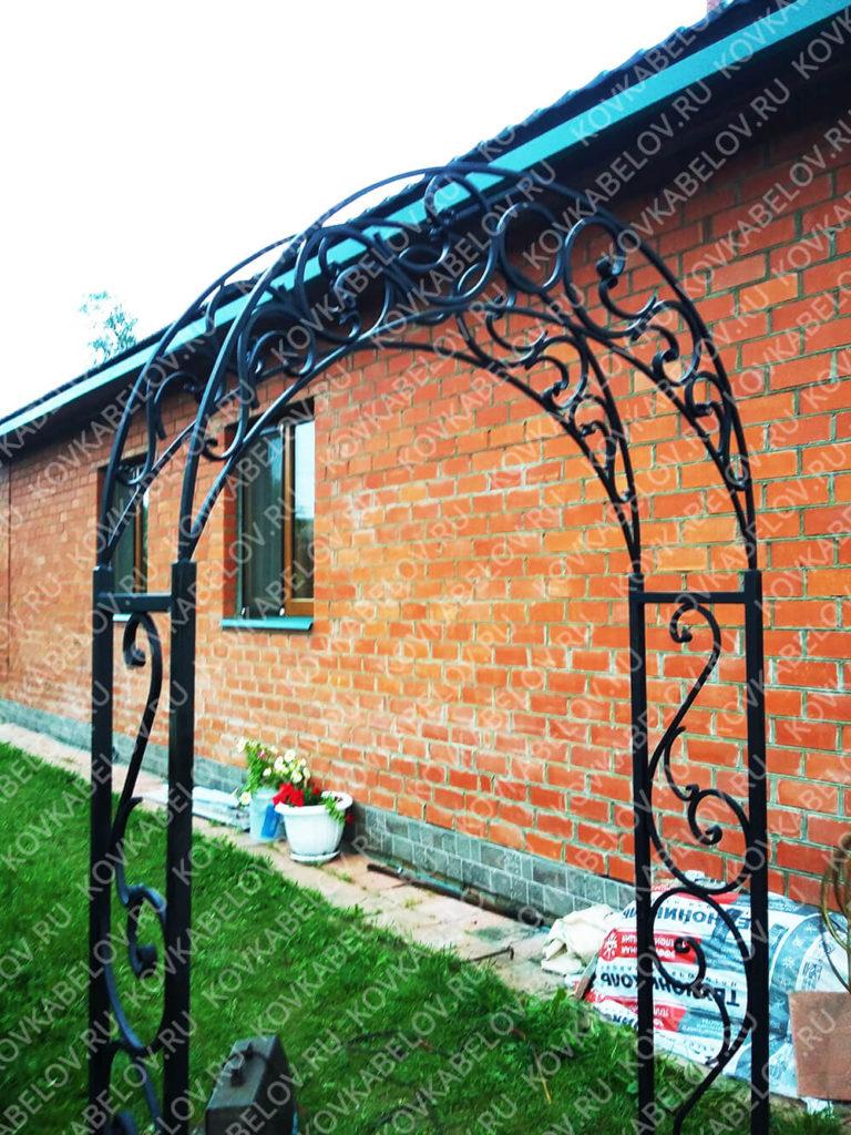 Черная кованая арка для сада Владивосток