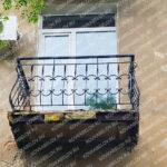 Дутый черный кованый балкон на улице Суханова Владивосток