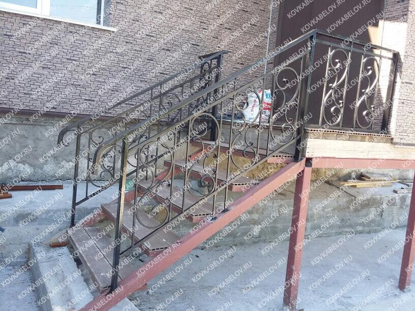 Черная кованая лестница на ул. Днепровская Владивосток