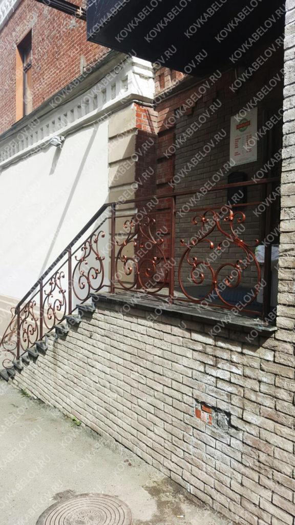 Кованая лестница на входе Chkalov Bar ул. Адмирала Фокина, 4а