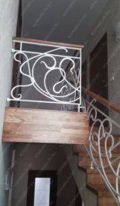 Кованая лестница в загородном доме
